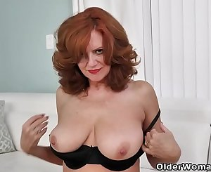 American milf Andi James frigs her fuckable pussy